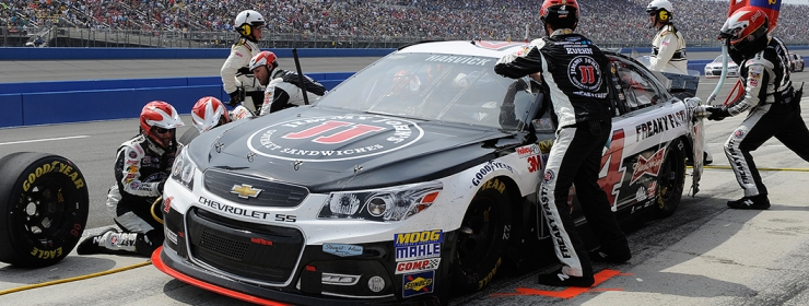 harvicks strong run thwarted  flat tires kevin harvick